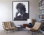 استخدام لوحة فنية بغرفة رمادية اللون
