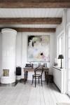 استخدام لوحة فنية كبيرة بغرفة بيضاء كمثال لفن Oversized Art