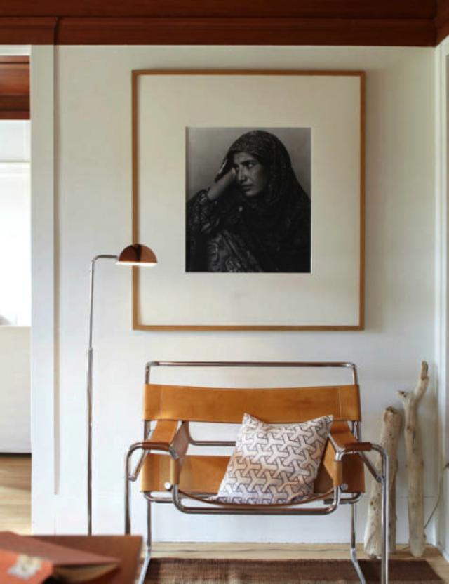 استخدام لوحة فنية بمساحة كبيرة لديكور الغرف