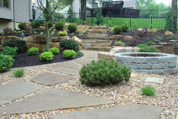 modern-backyard-pathway
