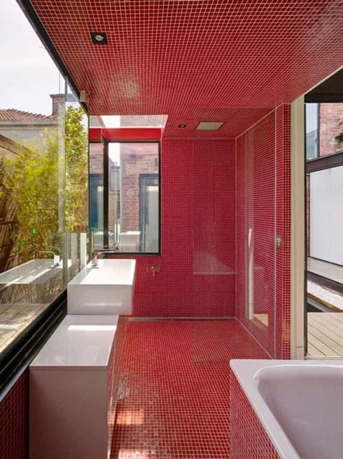 ديكور أحمر للحمامات