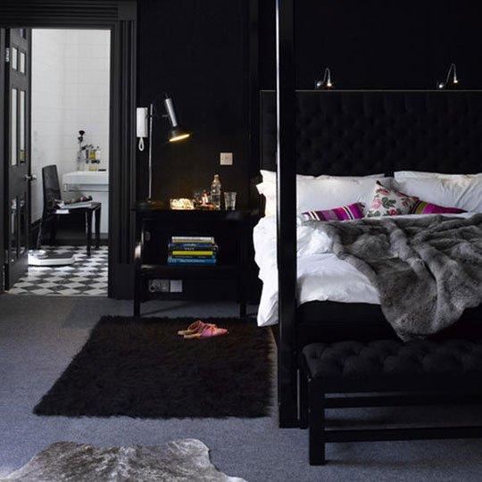 حوائط سوداء لغرف النوم 7