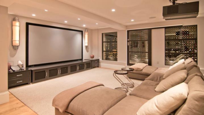 تصاميم مبتكرة لصالة سينما منزلية حديثة
