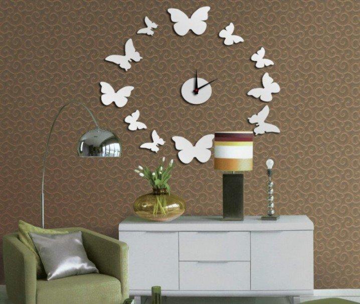 ساعات حائط فخمة على شكل الفراش
