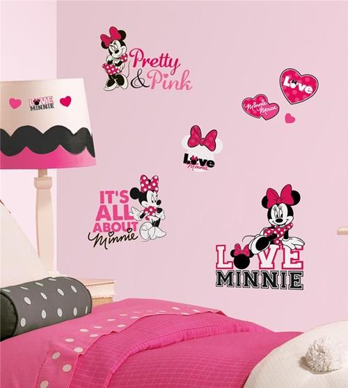 اللون الزهري لملصقات غرف نوم البنات