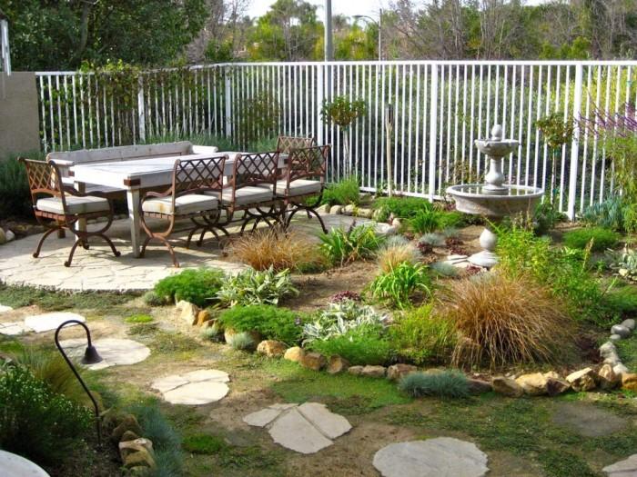ديكورات جميلة لحدائق منزلية الصغيرة