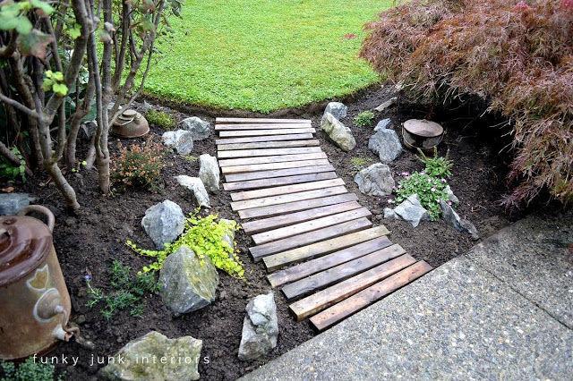 فكرة ممر للحديقة من الواح خشبية