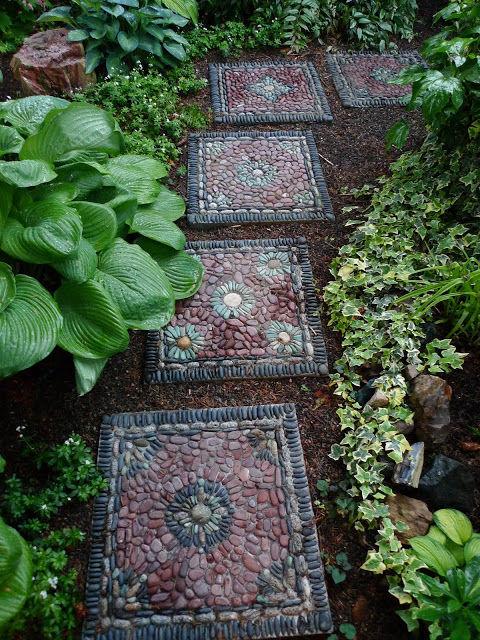 أفكار ممرات الحدائق من فسيفساء من الحصى الصغيرة