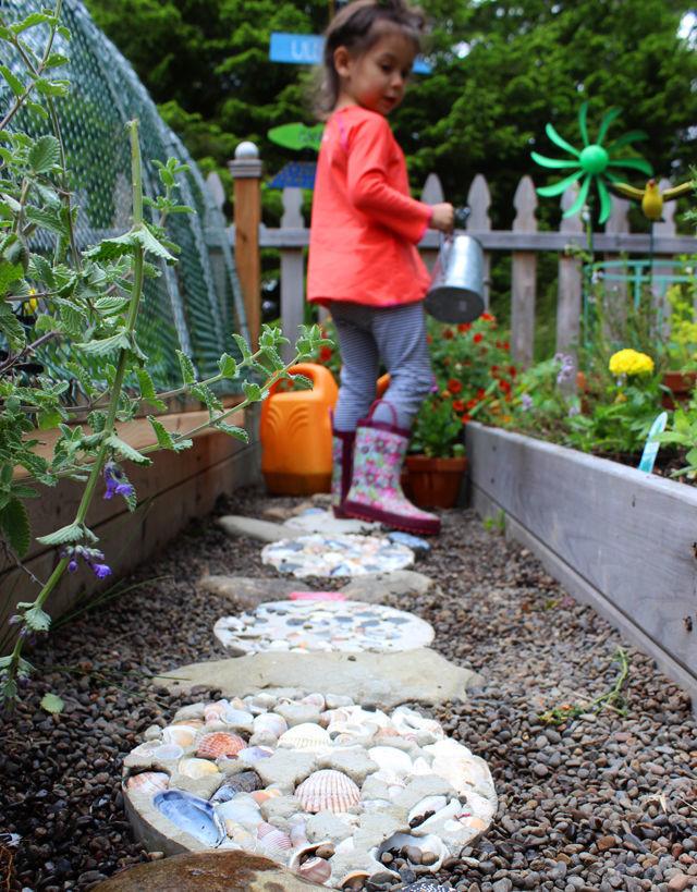 افكار لممر حديقة من حجارة تحتوي على اغراض بحرية