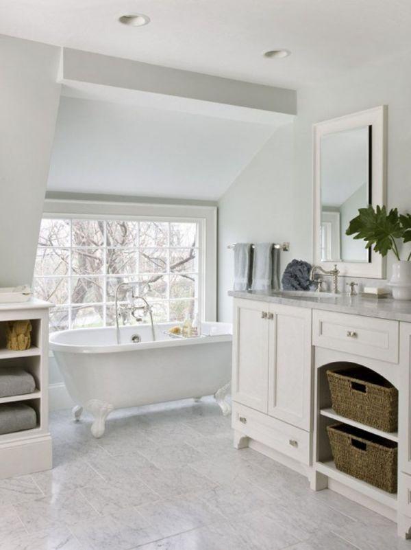 تصاميم حمامات مبهرة باللون الأبيض
