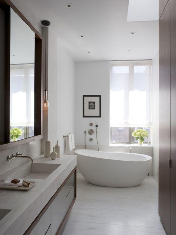 حمامات باللون الابيض عصرية