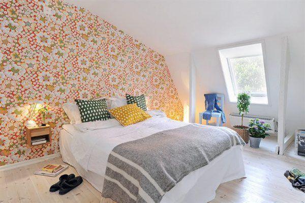 ديكور غرفة النوم بزخارف وردية على الجدار