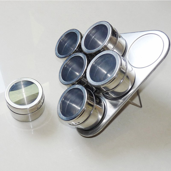 افكار لترتيب المطبخ باستخدام عبوات التوابل المغناطيسية