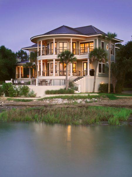 التصمييم الخرجي لمنزل مدهش يطل على النهر