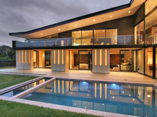 تصميم منازل من الخارج لمنزل فاخر مع بركة سباحة
