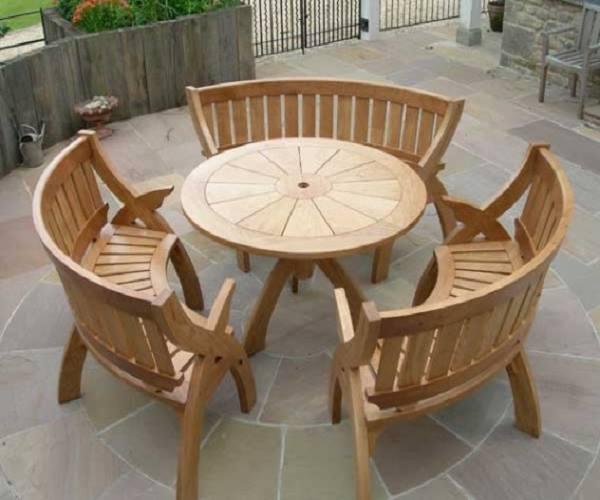 طاولات حدائق دائرية من الخشب