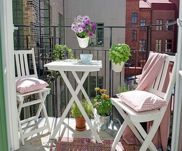طاولات لشرفة المنزل