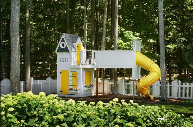 منزل العاب باللون الاصفر
