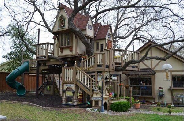 منزل للالعاب في حديقة المنزل