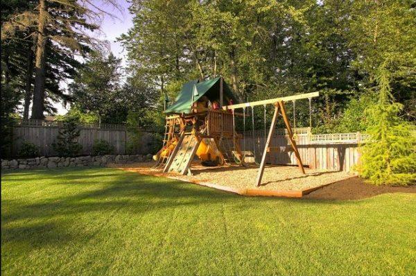 منطقة واسعة للعب الاطفال