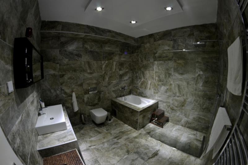 حمام رائع لديكور بيت جميل