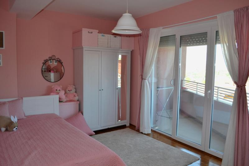 غرفة الأطفال وردية اللون