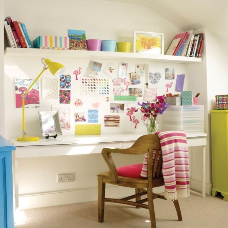 تصميم غرف مكتب منزلي عصري باللون الأبيض