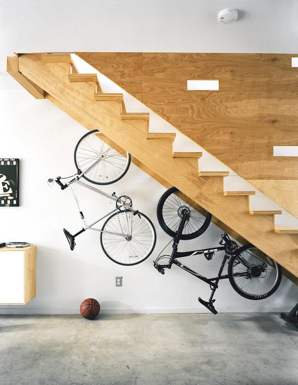 استغلال مساحة تحت الدرج