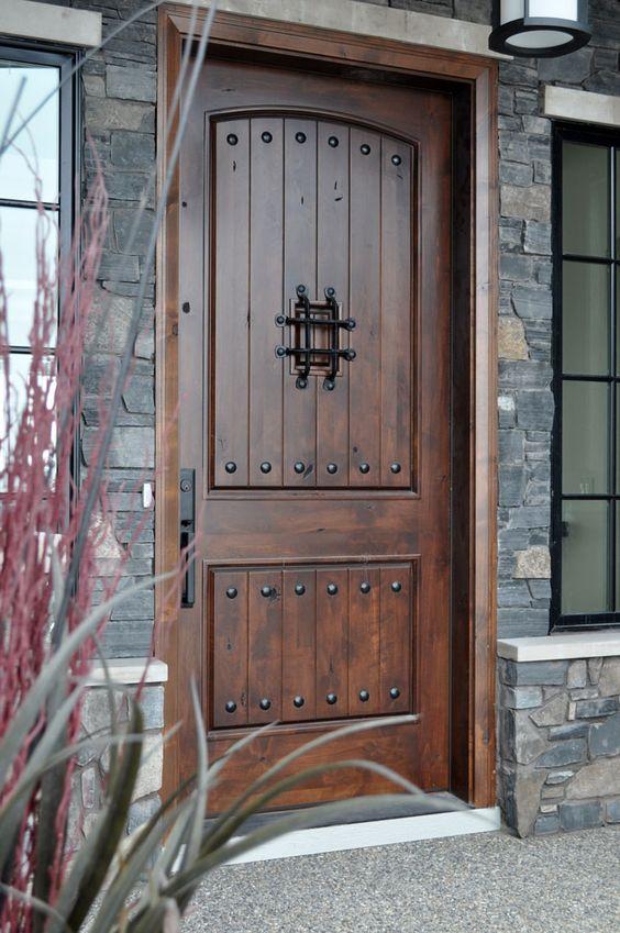 موديلات لأبواب خشب خارجية