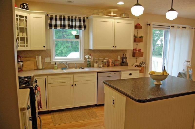 مطبخ امريكي مفتوح على الصالة صغيرة