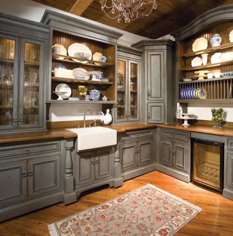 مطبخ امريكي مفتوح على صالة صغيرة